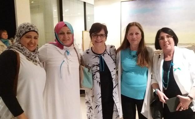 נשים עושות שלום בשגרירות קנדה (צילום: שגרירות קנדה)