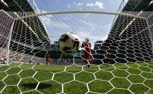 שחקן נבחרת ארצות הברית בכדורגל מבקיע במשחק מול נבחרת קנדה (צילום: Jonathan Ferrey, GettyImages IL)