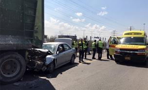 זירת התאונה בכביש 4 (צילום: דוברות המשטרה)