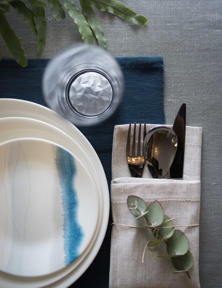 שולחן פסח שקל, אפור סולידי, ג (6) (צילום: גלעד רדט)