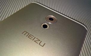 המצלמה והמבזק בגבו של סמארטפון מדגם פרו 6 פלוס של  (צילום: יאיר מור, NEXTER)