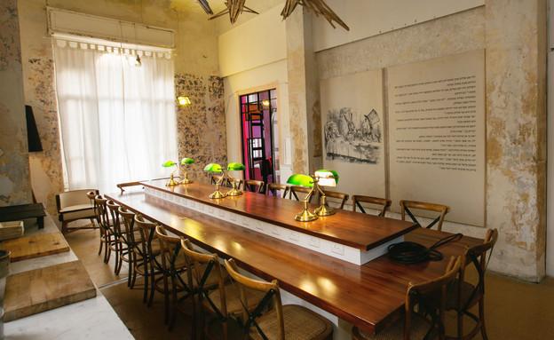 בית המידות, הלאונג', חדר ישיבות - ספרייה-ברקע -תמונה וטקסט מאליס (צילום: אייל גזיאל)