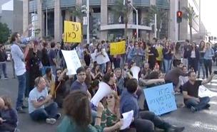 הפגנה וחסימת כבישים מול מסיבת העיתונאים של כחלון (צילום: חדשות 2)