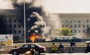 הפנטגון בוער אחרי פגיעת המטוס (צילום: FBI)