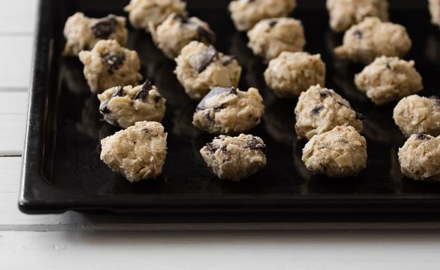 עוגיות שקדים מדופדפים ושוקולד צ'יפס (צילום: עידית בן עוליאל, בייקרי)