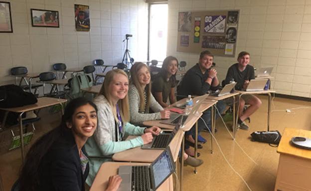 """""""הבאנו מידע פוקח עיניים"""" (צילום: Pittsburg High School)"""