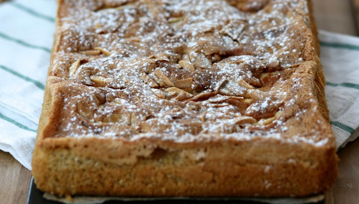 עוגת תפוחים ושקדים (צילום: קרן אגם, אוכל טוב)