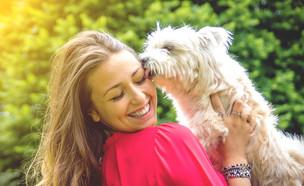 אישה וכלב (צילום: Kar Tr, Shutterstock)
