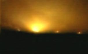 התקיפה של הבסיס הסורי שהופצץ (צילום: מתוך שידורי הטלוויזיה הסורית)