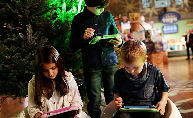 ילדים משחקים בטאבלטים (צילום: Matthew Lloyd, GettyImages IL)