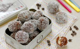 כדורי שוקולד וקוקוס (צילום: נטלי לוין, אוכל טוב)