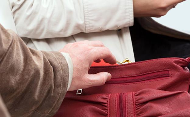 לא חיכה לדייט השני - וגנב את התיק (צילום: 123ref)