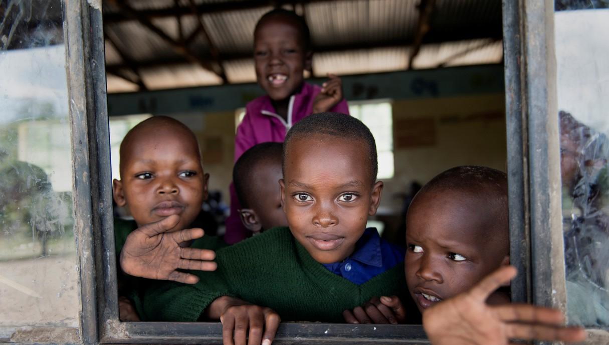 ילדים בבית ספר בטנזניה