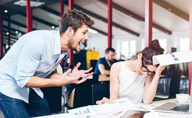 ביקורת על עובד (אילוסטרציה: Shutterstock)