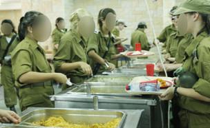 חדר אוכל צבאי (צילום: עודד קרני)