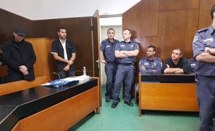 עמיר מולנר, חוקר את קצין המשטרה לשעבר ערן מלכה (צילום: חדשות 2)