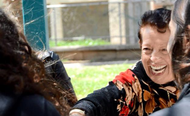 רינה שוורץ, ניצולת שואה, מתנדבות, פרוייקט מחוברים (צילום: חדשות 2)