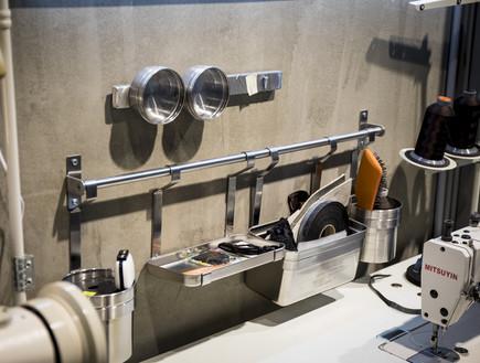 מחלקה עסקית 14, מתלים ומיכלי אחסון שבמקור משמשים למטבחים