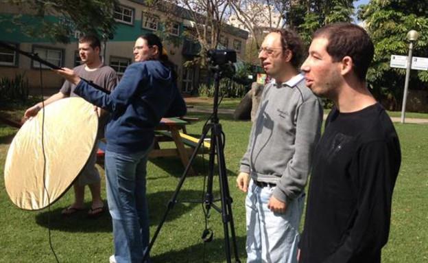 עוזרי צלם ועורך וידאו (צילום: יפתח אלרן)
