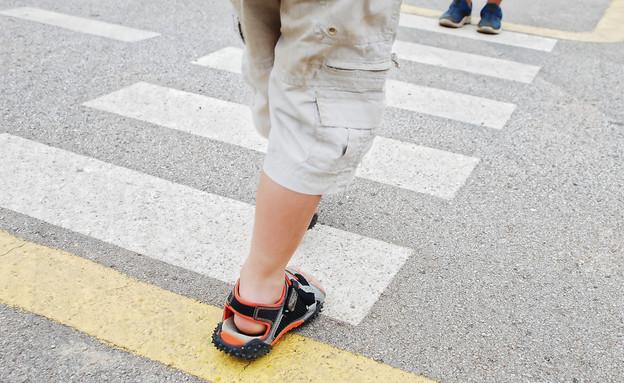 ילד חוצה  (צילום: Shutterstock)