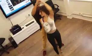 שני כהן בשיעור ריקוד (צילום: צילום פרטי)