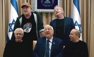 ישראלים שרים עם הנשיא (צילום: בית הנשיא)