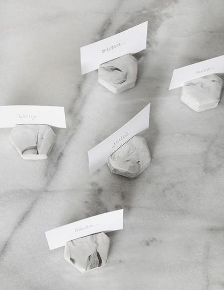 חתונות20, קישוטים לשולחן בדוגמת שיש (צילום: יחסי ציבור)
