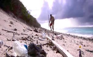 משבר בבקבוק: העולם מזוהם בפלסטיק - והמון ממנו (צילום: SKY NEWS)