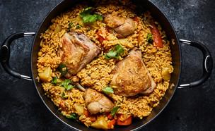 תבשיל עוף ירקות ואורז בסיר אחד (צילום: אמיר מנחם, סיפורים מהמטבח)