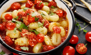 ניוקי תפוחי אדמה ברוטב עגבניות איטלקי קלאסי (צילום: Shutterstock, תוצרת ישראל)