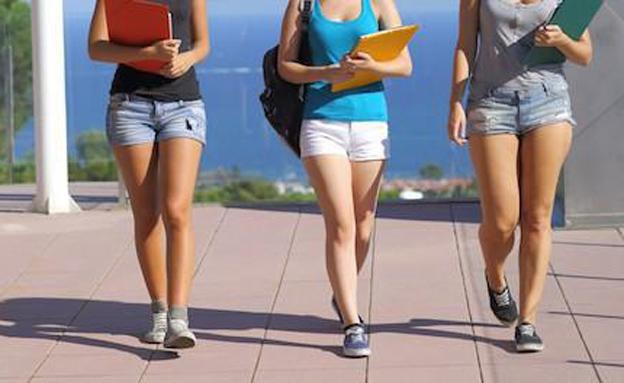 למה הרשתות מוכרות מכנסיים קצרים לילדות? (צילום: טוויטר)