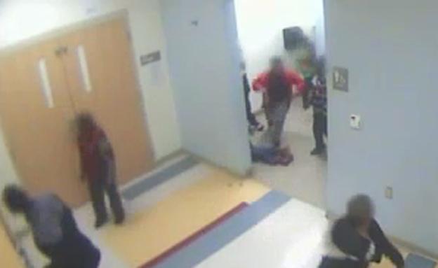 תיעוד ממצלמות בית הספר (צילום: מתוך ה-youtube)