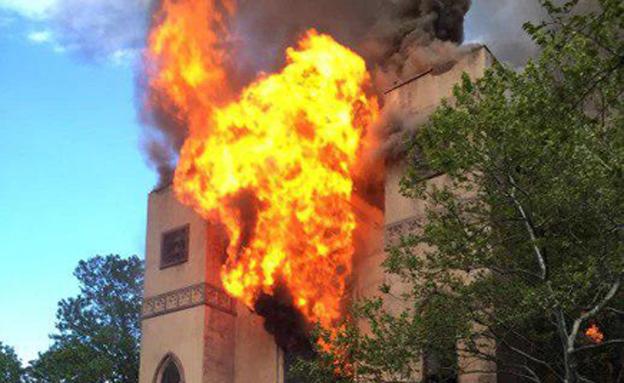 שריפת ענק בבית הכנסת במנהטן. צפו