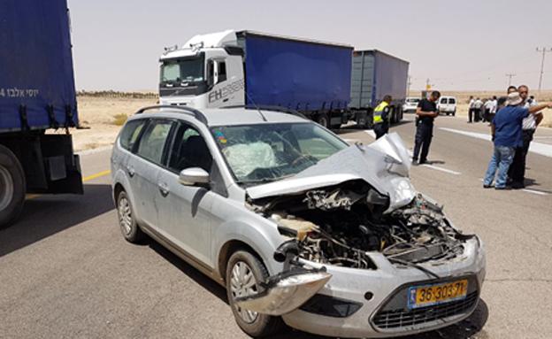 זירת התאונה ברמת נגב, אתמול (צילום: ערן גיא)
