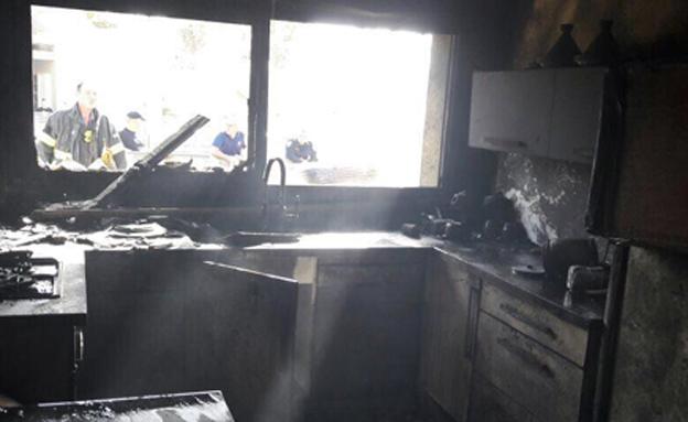 שני החשודים החזיקו חומרי נפץ בבית (צילום: טפסר אלי פרץ מפקד כיבוי אש נגב)