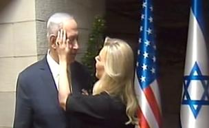 צפו: רגע רומנטי לפני הגעת הנשיא (צילום: חדשות 2)