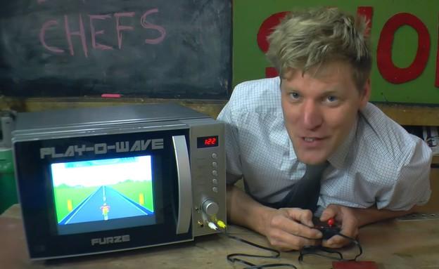 משחקרוגל - מיקרוגל עם מסך וחיבור לקונסולת משחקים (צילום: יוטיוב )