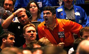 סוחרים בבורסה בניו יורק (צילום: Scott Olson, GettyImages IL)