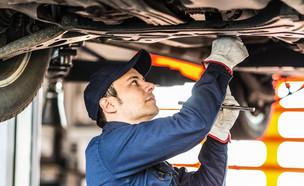 מכונאי רכב מוסך (צילום: Shutterstock)