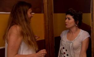 """עדי אשכנזי מגיעה למסיבת מחזור (צילום: מתוך """"מה זה השטויות האלה?"""", שידורי קשת)"""
