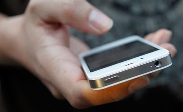 פרעה המודרני? הסמארטפון (צילום: רויטרס)