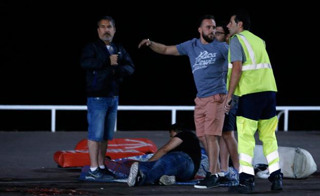 דקות אחרי הפיגוע (צילום: רויטרס)