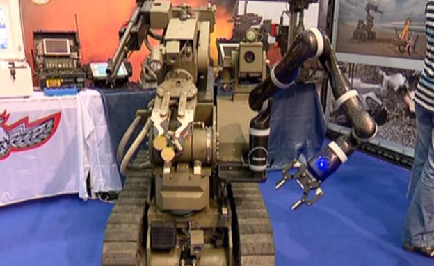 בין הרחפן המסווג לרובוט ערמומי (צילום: חדשות 2)