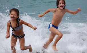 ילדים בבריכה - אורי סלע (צילום: אורי סלע)