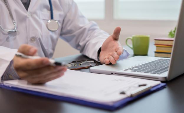 רופא נותן מרשם (צילום: Have a nice day Photo, Shutterstock)
