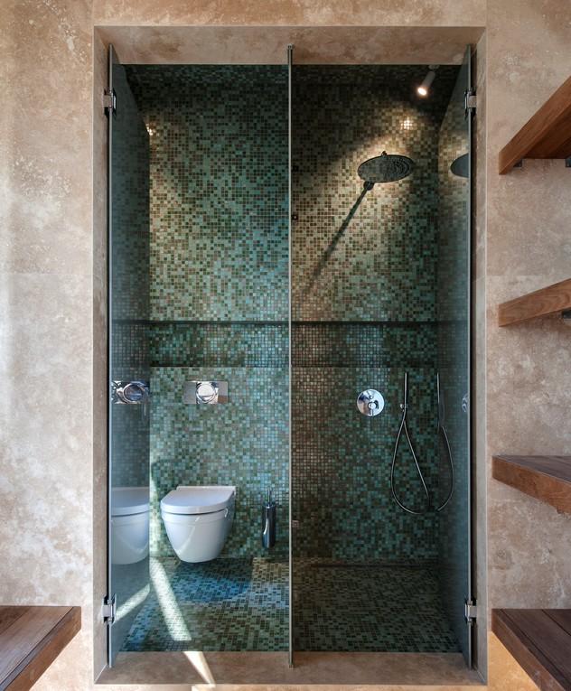 מקלחות חוץ, בית קורקוס, ג