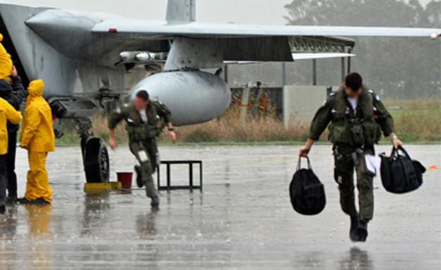 טייסים בגשם (צילום: אתר חיל האוויר)