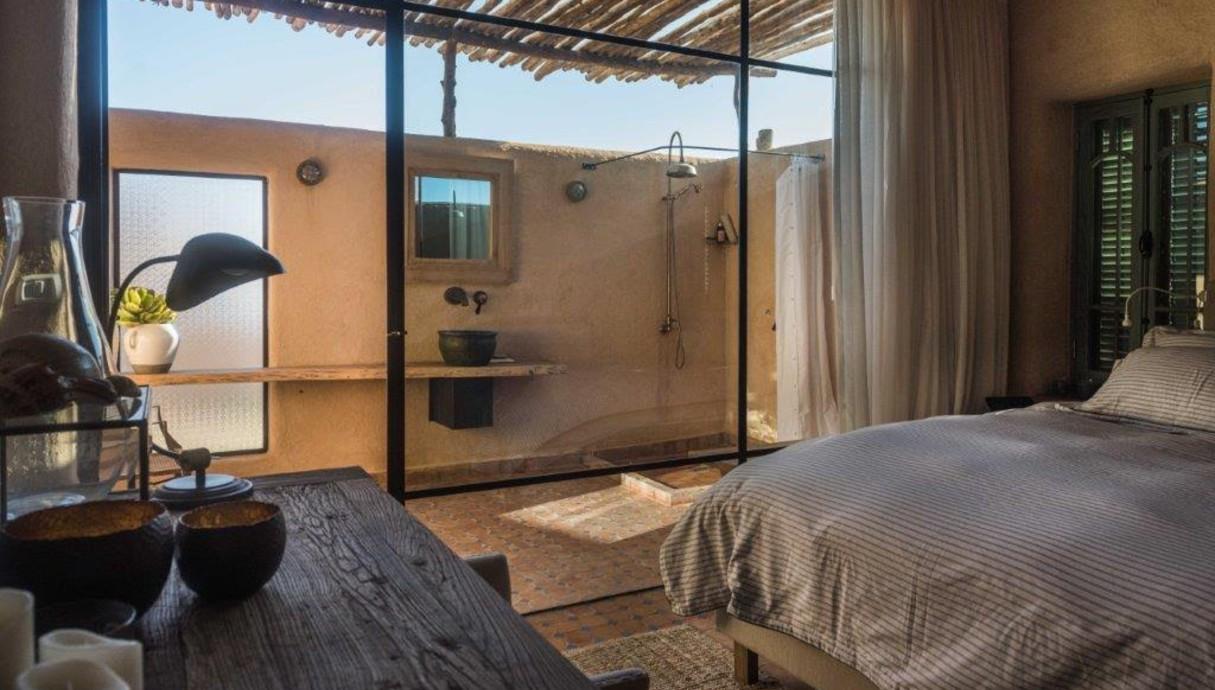 מקלחות חוץ, אדריכל כפיר וקס, מתוך הספר indoor outdoor של אורלי 3