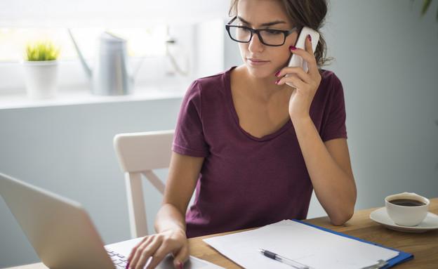 אישה עובדת מהבית (אילוסטרציה: gpointstudio, Shutterstock)