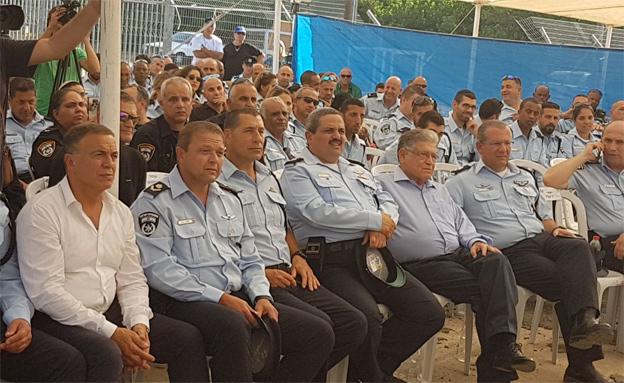 """המפכ""""ל בטקס חנוכת תחנת משטרה ביבנה (צילום: ערוץ 2)"""